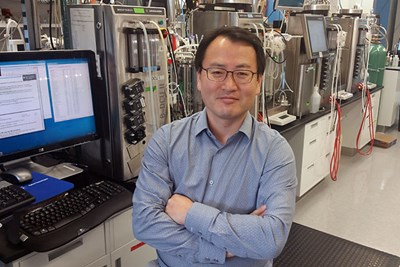 Prof. Seongkyu Yoon at biomanufacturing lab