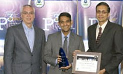 UMass Lowell student receives award from Bob Perciasepe