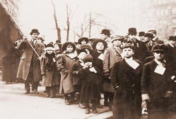 During the Bread & Roses strike, children were evacuated to sympathetic families in other cities and towns.