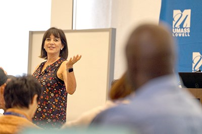 Entrepreneur Diane Hessan speaks to GE2 students