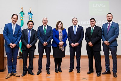Jose Godinez and Dean Sandra Richtermeyer with officials at UVG