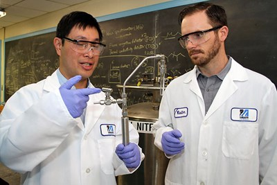 Profs. Wong and Mack in the lab