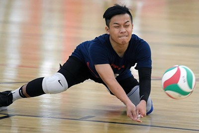 Jackie Kho digs the ball during tryouts