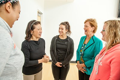 Marjorie Yang chats with Chancellor Jacquie Moloney and three students