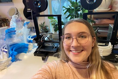 Student Molly Teece with 3D printers in background