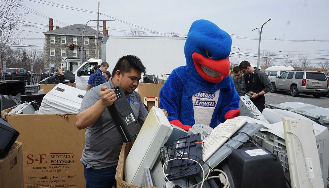 Rowdy and student collect keyboards in parking lot during move out.