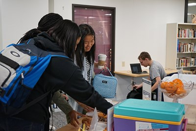 Honors students stop by for muffins, yogurt and chocolate milk on Muffin Monday in the Honors College at UML.