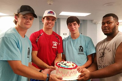 Members of the Pre-Med LLC decorated a cake together their first week on campus.