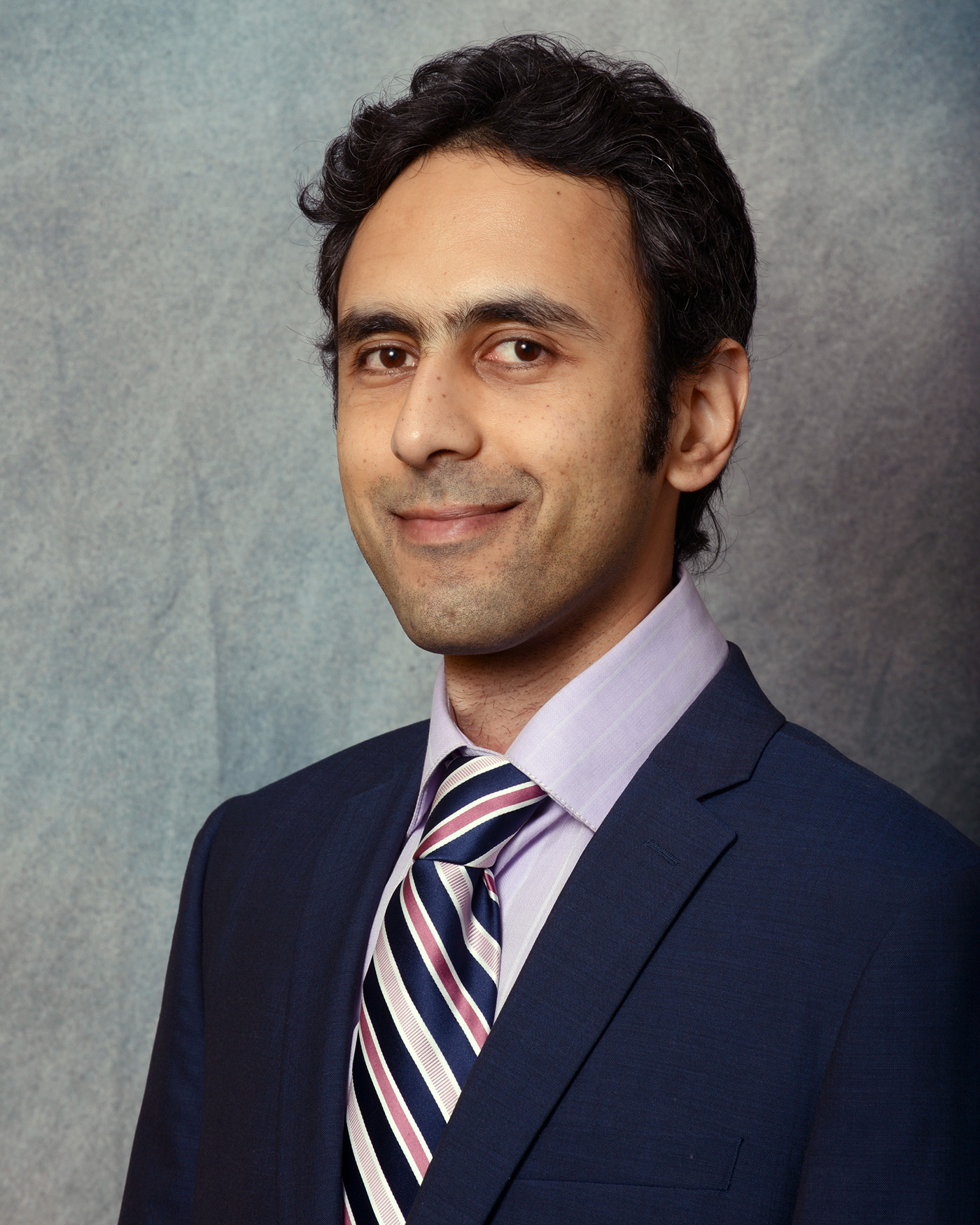 Siavash Pakavelian faculty bio headshot