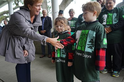 Jacquie Moloney shakes hands with young volunteers