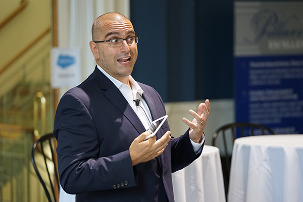 Electrical engineering alum Vala Afshar, chief digital evangelist at Salesforce, talks to students about digital business disruption at Alumni Hall.