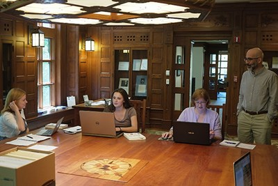 Honors College students at the Thoreau Institute library with curator Jeffrey Cramer.