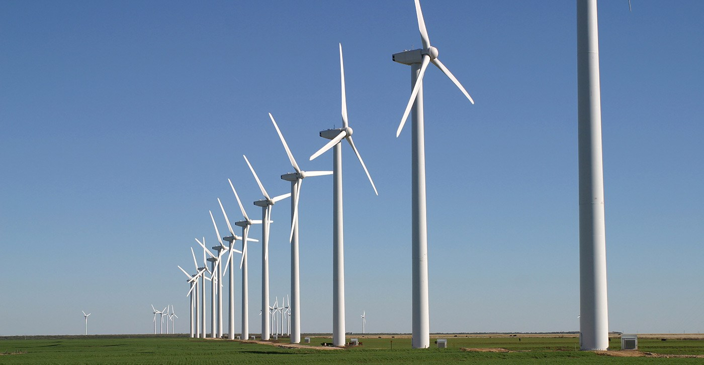 Wind-farm-in-line-on-land