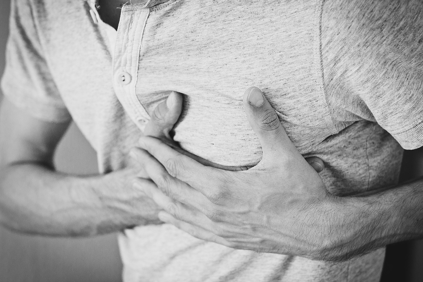 A picture of hands clutching at a person's chest. JOB STRESS HEALTH EFFECTS Job stress can have both short term (e.g. sleep disturbances, difficulty concentrating) and long term (e.g. cardiovascular disease) health effects.
