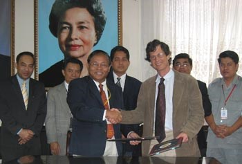 Chigas with Cambodian officials