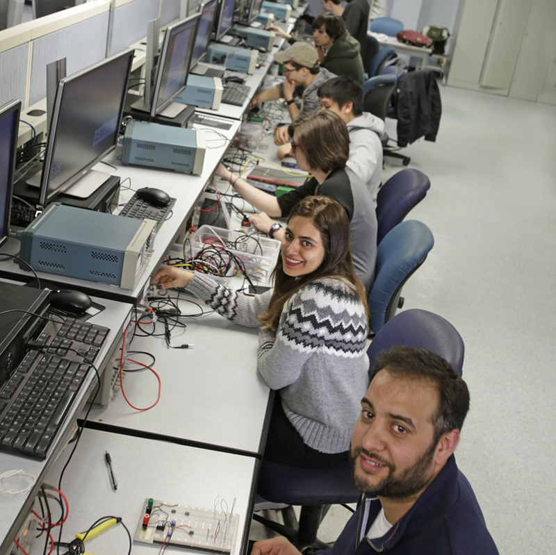 Group of Electrical Engineering students in the lab on computers