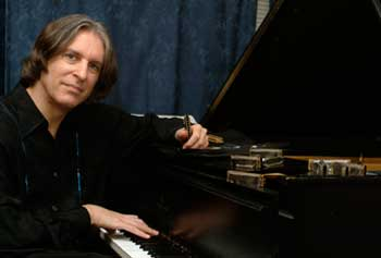 Concert with Piano, Harmonica Master to Raise Money for Student Scholarships