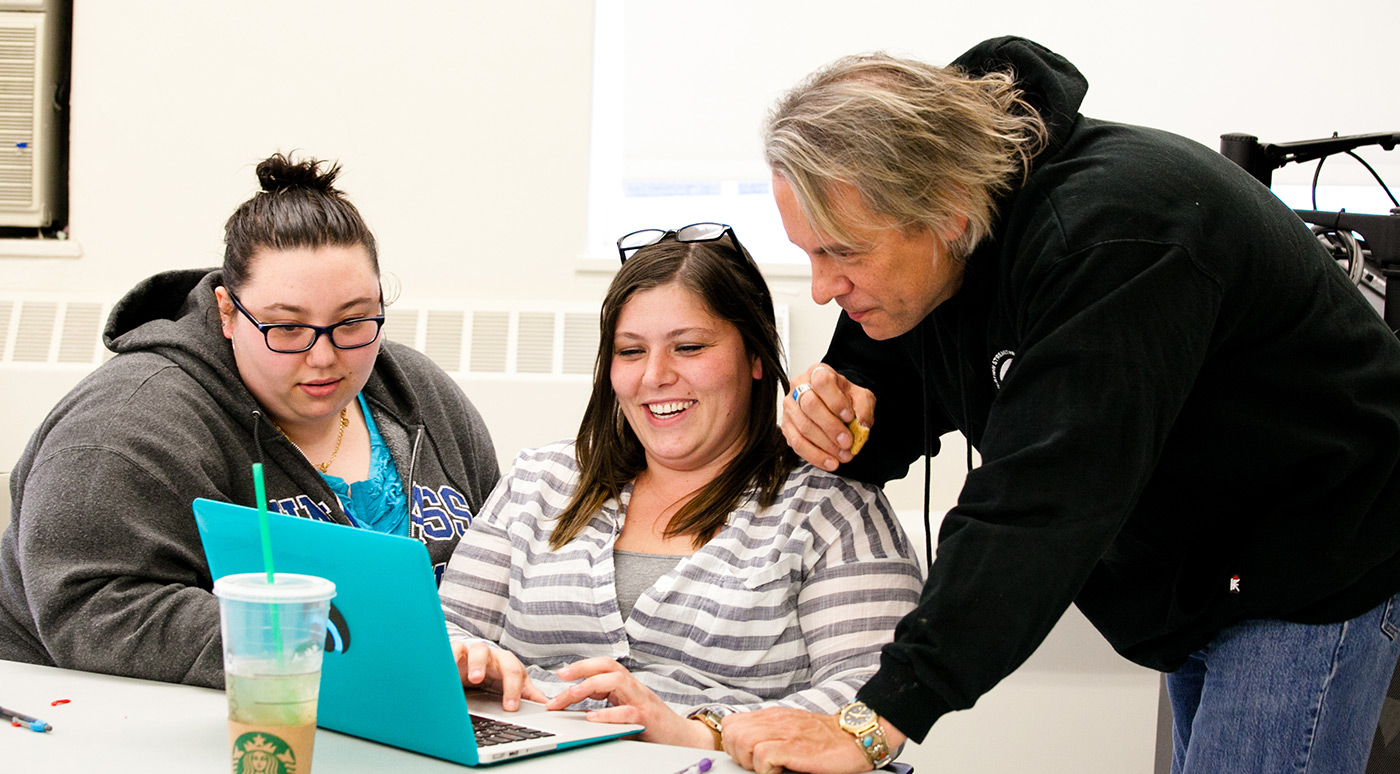 Native playwright Drew Hayden Taylor discusses humor in writing with students, from left, Samantha Craig and Stephanie Tgibides.