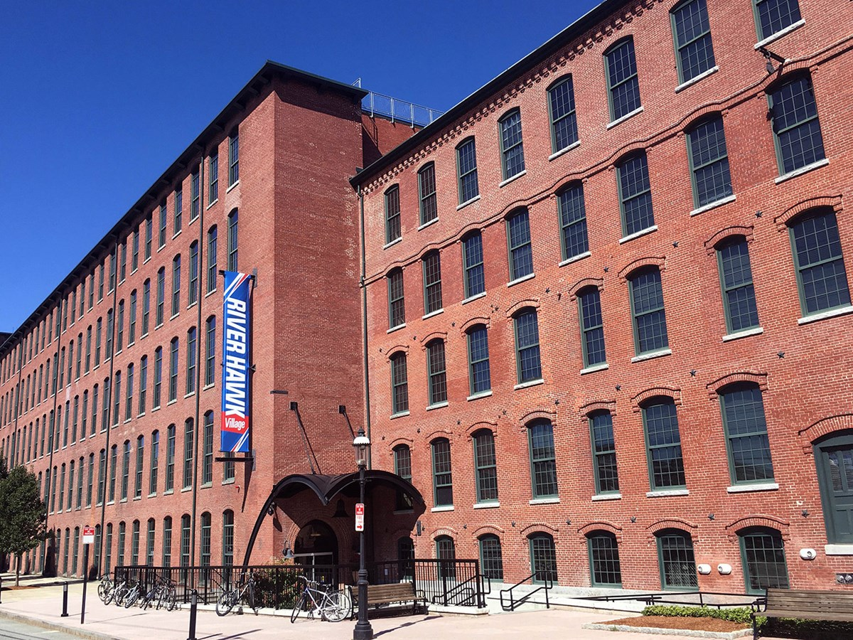 River Hawk Village at UMass Lowell offers various room options and configurations including: 4-person traditional units standard deluxe townhouse deluxe units with multilevel layouts free laundry in unit full kitchen (stovetop, oven, microwave, dishwasher, refrigerator & sink)