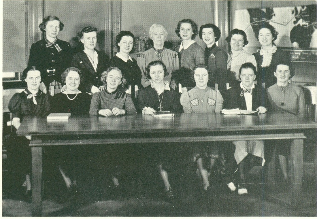 1937 women's student government team poses for a photo