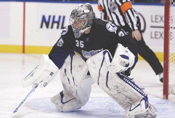 Former UMass Lowell goaltending great Dwayne Roloson is helping out with the River Hawk goalies while the NHL lockout continues.