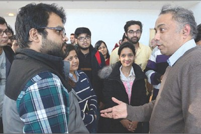 Renewable-energy entrepreneur Harish Hande speaks with students during his visit to UMass Lowell.