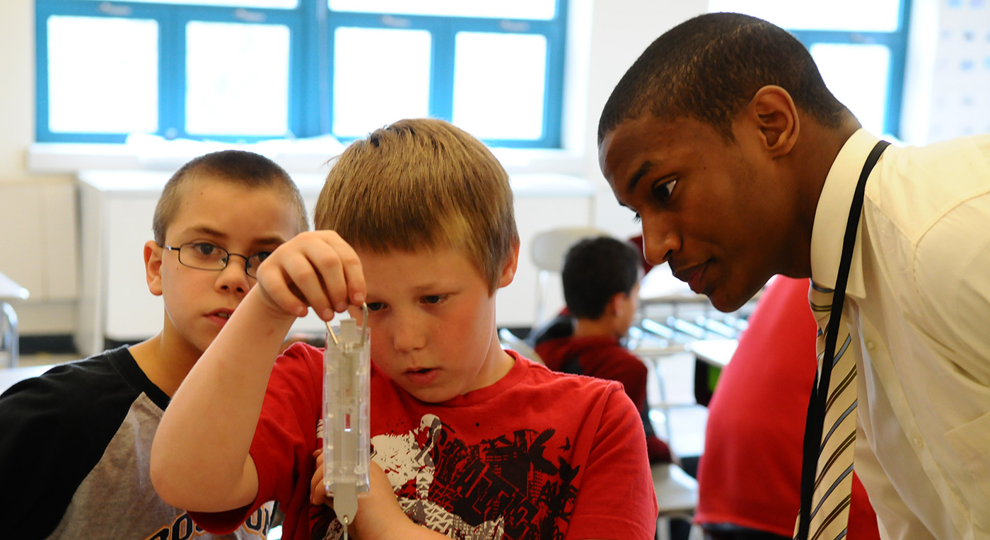 uteach-engineering-sullivan-school-lowell-male-with-boys2-1400-opt.jpg