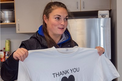 Noelle Lambert presents first responders with T-shirts