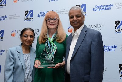 Dianne Welsh (center) of UNC Greensboro receives the Excellence in Curriculum Innovation in Entrepreneurship Award at the 2018 Deshpande Symposium. She is flanked by Jayshree and Desh Deshpande.