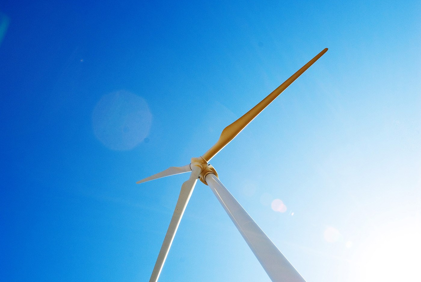wind-turbine-looking-up-at